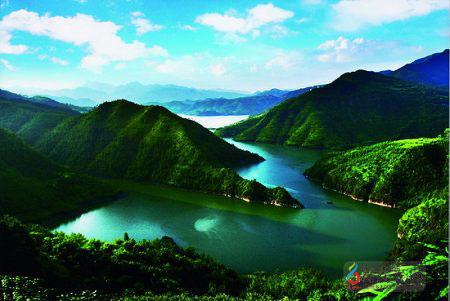 拥有百丈漈·飞云湖国家级风景名胜区