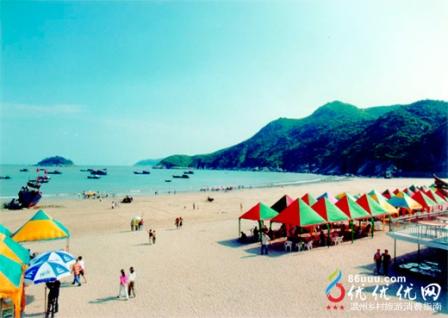 这里每年夏天还举办海鲜美食节.